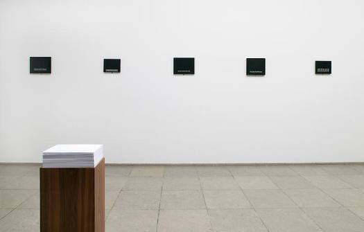 Felix Gonzalez-Torres: http://images.andrearosengallery.com/www_andrearosengallery_com/0333.jpg