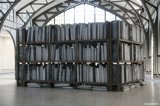 Alselm Kiefer: http://www.blogs.erg.be/art2/wp-content/uploads/2011/02/anselm-kiefer-volkszc3a4hlung.jpg